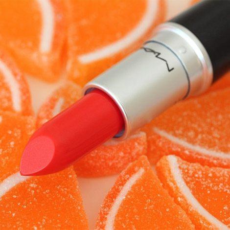 Pomarańczowa szminka to nowy trend prosto ze światowych wybiegów.